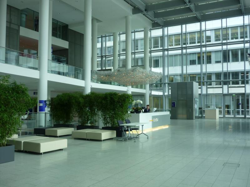 Consultation service on a natural stone covering in the entrance hall of EnBW-City in Stuttgart