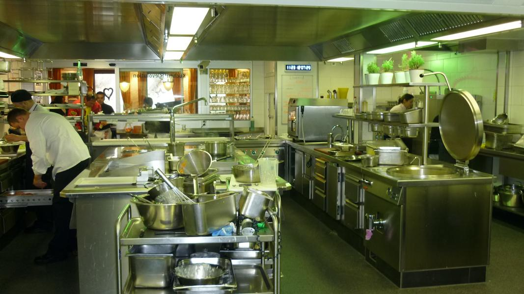 Expert's opinion on stains in the coating of a restaurant kitchen
