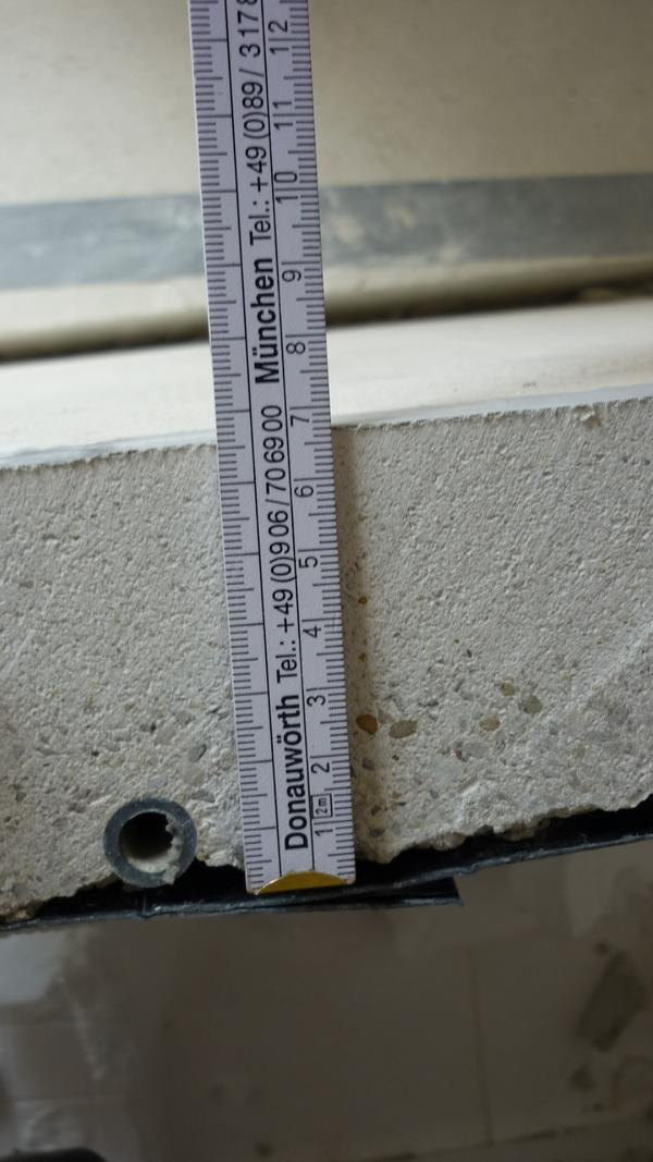 Determining the screed thickness and height of the pipe cover in a block of flats